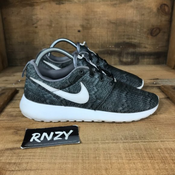 Nike Shoes   Roshe One Print Lace Up